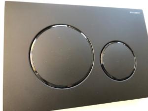 Czarny przycisk Geberit Sigma20 115.882.16.1 do UP320