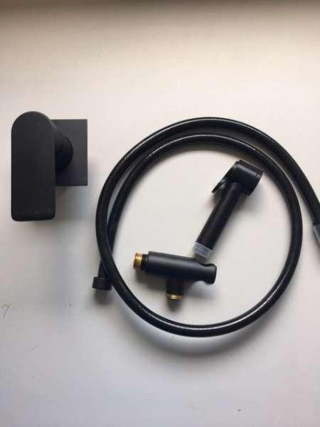 Czarna podtynkowa bateria bidette od włoskich królów designu Teorema i Bossini-image_TEOREMA/XSBLACK/BIDETTE_1