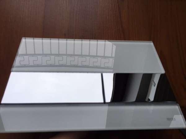 Metalowo-szklany przycisk spłukujący do spłuczek podtynkowych Tece - model Square 9.240.802 -image_Tece_9.240.802_1