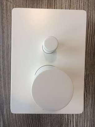 Bossini bateria podtynkowa w kolorze białego matu z przełącznikiem do odbbioru dwóch odbiorników -image_Bossini_BOSSINI COSMO 280 WHITE_4
