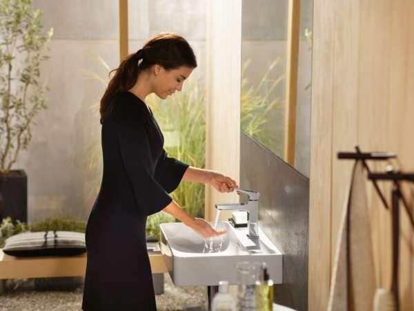 bateria umywalkowa w aranżacji nowoczesnej łazienki -image_Hansgrohe_74507000_5