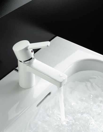 Aranżacja białej baterii umywalkowej Kludi Zenta White-image_Kludi_382509175_5