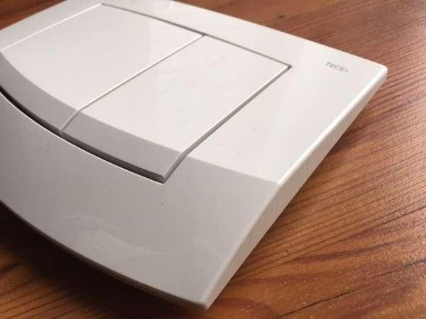 Przycisk uruchamiający spłukiwanie w spłuczkach podtynkowych Tece - z serii Ambia w kolorze białym 9240200.-image_Tece_9.240.200_7
