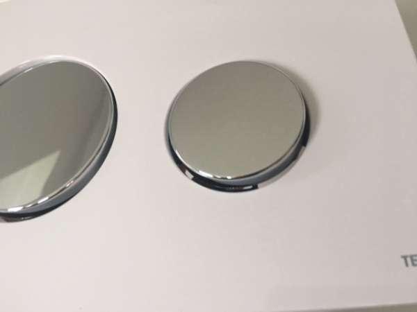 Knefel do wc biały z błyszczącymi przyciskami 9.3=240.627-image_Tece_9.240.627_4