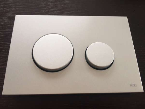 Moduł spłukujący do stelaży marki Tece w kolorze chromu matowego 9240625 -image_Tece_9.240.625_5