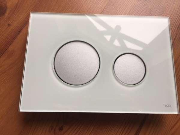 Przycisk Tece Loop ze szklaną obudową w kolorze zielonym i matowymi przyciskami z tworzywa 9.240.652-image_Tece_9.240.652_7