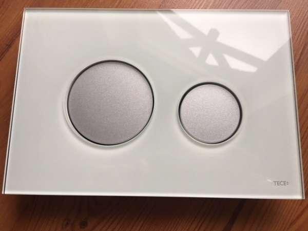 Szukasz nietypowego przycisku spłukującego do swojej spłuczki podtynkowej Tece - polecam klapkę spłukującą Tece Loop zielone szkło/ matowe przyciski.-image_Tece_9.240.652_3