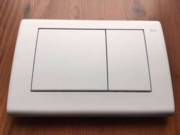 Tece Planus metalowy przycisk spłukujący do wc 9.240.322 w wersji biały mat. -image_Tece_9.240.322_1